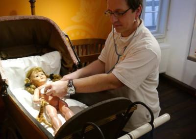 Puppen- und Bärendoktor Peter Packert